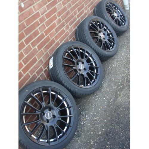 17 Inch Autec Black Velgen Banden Steek 4x98